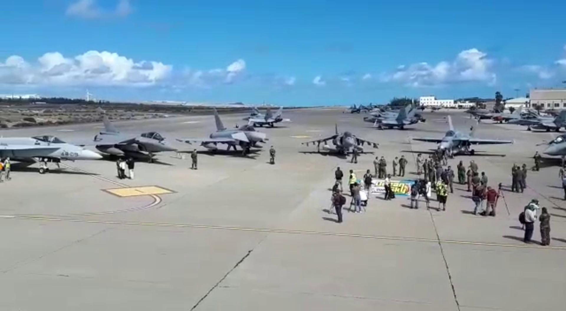 La Fuerza Aérea Francesa prueba sus armas ante cazas españoles en el cielo canario