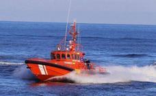 Salvamento pide ayuda a una regata para rescatar una patera