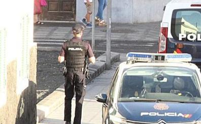 Detenidos por amenazar y golpear a un conocido para robarle la mochila en Arrecife