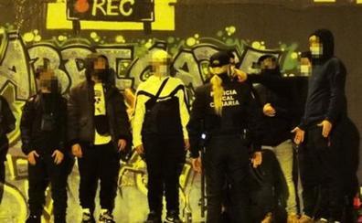 Desalojan un botellón con 15 jóvenes en Las Palmas de Gran Canaria