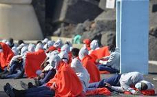 Armas pide acelerar las derivaciones de migrantes para liberar espacios