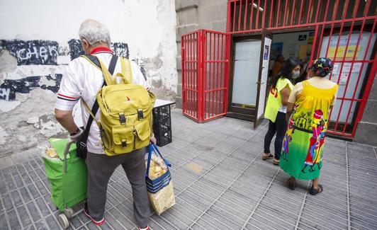 Distribución de alimentos en las instalaciones de UGT.