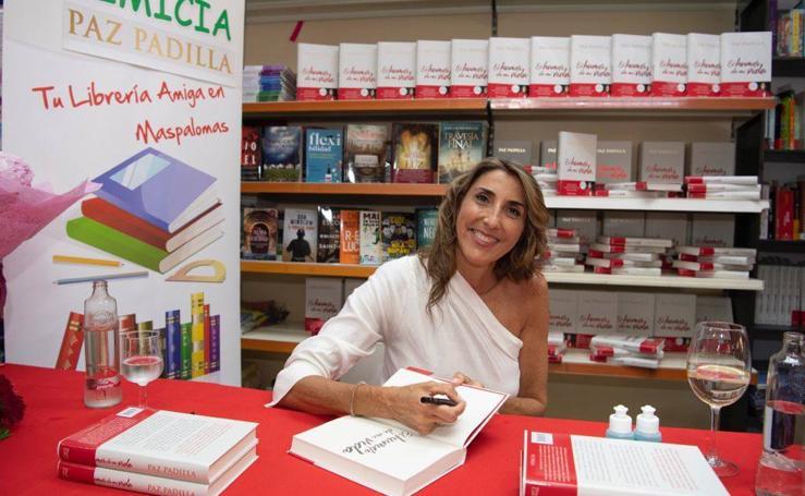Paz Padilla firmando ejemplares de su libro «El humor de mi vida»