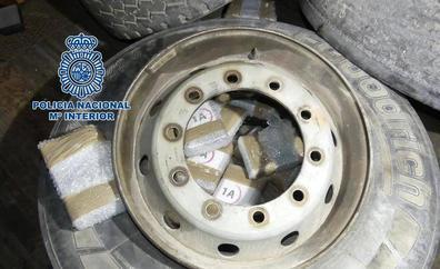 Intervienen 32 kilos de cocaína en las ruedas de repuesto de un camión procedente de Fuerteventura