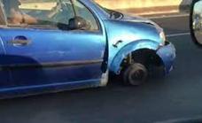 Circula sin una rueda por el carril central de una autovía