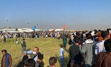 El caos en el aeropuerto de Kabul, en imágenes