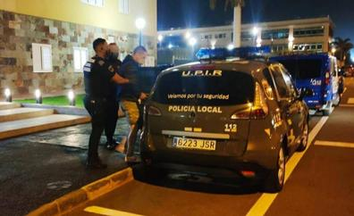 Dos detenidos por forzar varios vehículos en Vecindario para robar