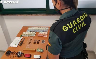 Desarticulan un punto de venta de droga en un céntrico parque de Gran Tarajal