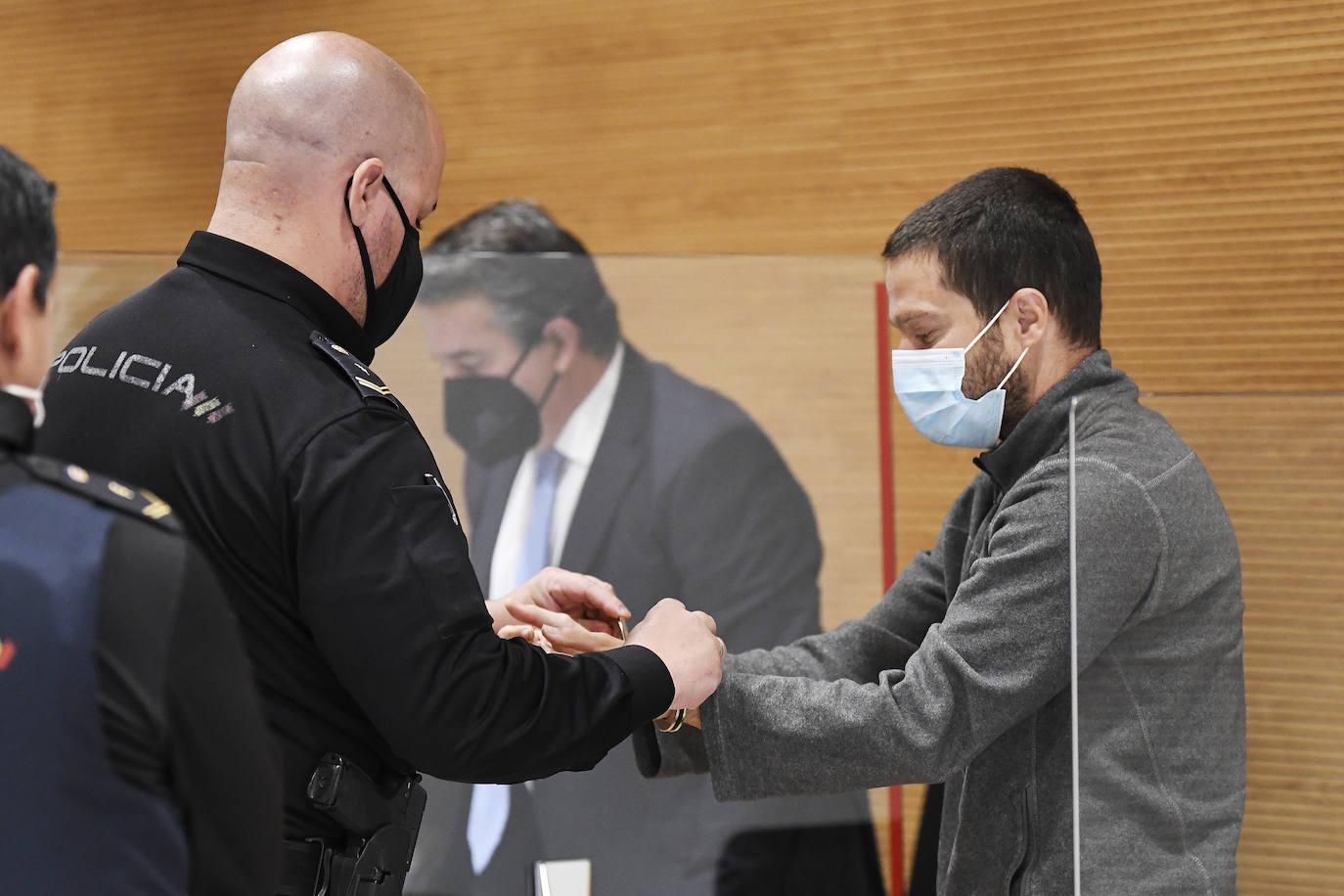 Confirman 20 años de prisión para el joven que asesinó a su padre a  hachazos | Canarias7
