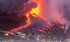 La lava tiñe de rojo la noche de La Palma