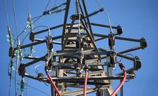 La industria electrointensiva avisa de cierres si no para la escalada de la luz
