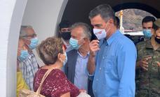 Sánchez y Torres visitan a los vecinos desalojados por la erupción