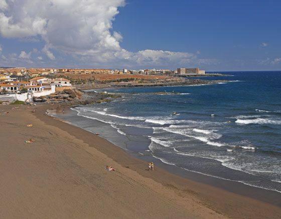 Localizan el cuerpo de una mujer fallecida en la orilla de Playa del Hombre
