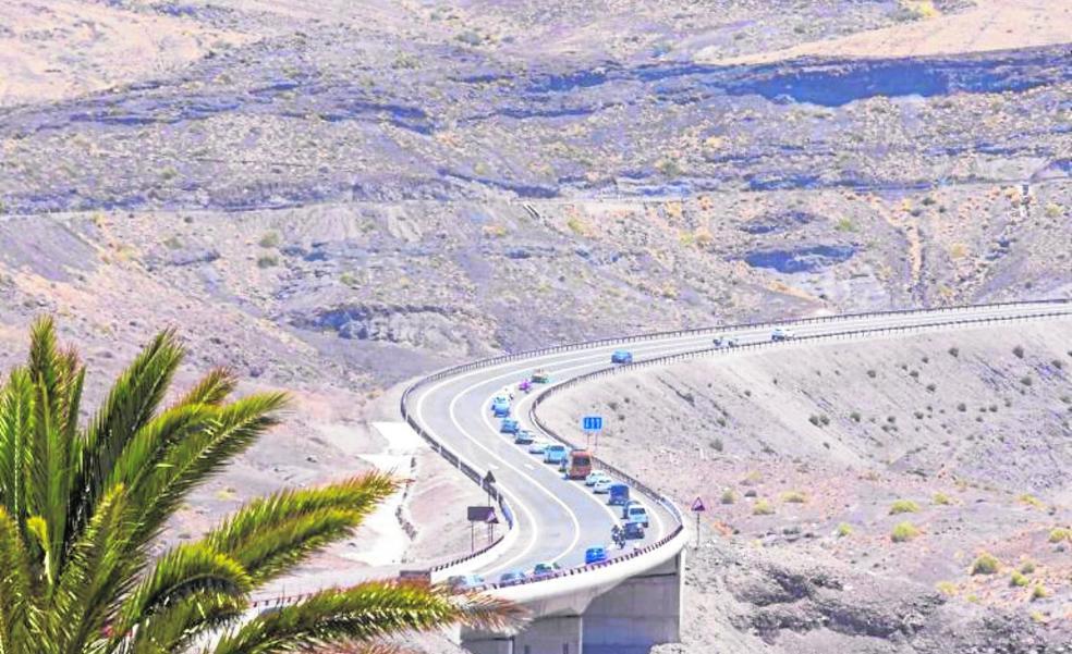 Montero mantiene bloqueados los 407 millonesde deuda pactados para la adenda de carreteras