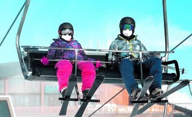 Esquís para remontar un año en blanco