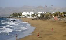 Cuatro playas de Puerto del Carmen tendrán hamacas antes de final de año