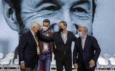 González regala a Sánchez la gran foto de la reconciliación pero insta a no rehuir la crítica