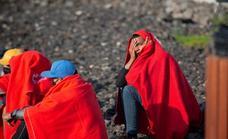 Llegan a la costa lanzaroteña por sus medios 45 inmigrantes, entre ellos 1 bebé y 4 menores