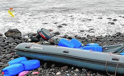Incautan un alijo de 1.800 kilos de hachís en la costa del Burrero