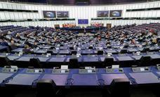 La Eurocámara denunciará a la Comisión por los fondos para Hungría y Polonia