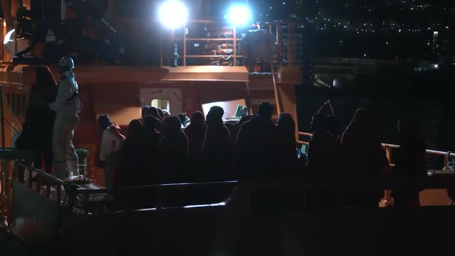 Muere uno de los niños evacuados de una patera en Gran Canaria