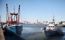 Francia amenaza con prohibir a los pesqueros británicos usar sus puertos